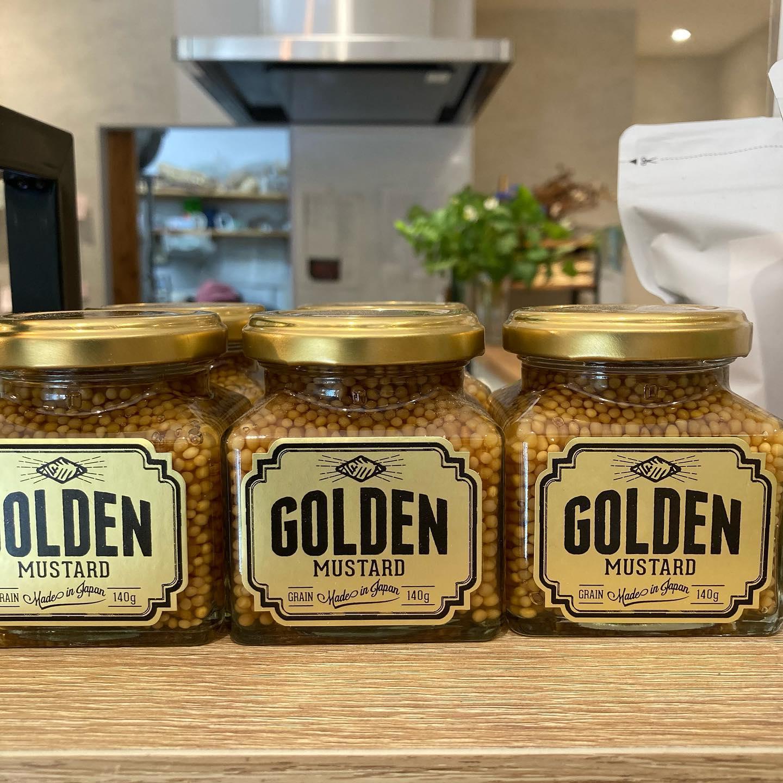 昨日『笑ってコラえて』観た方いますでしょうかノラの、ゴールデンドッグやゴールデンエピに使用させていただいている@golden_mustard さんが紹介されましたにんじん嫌いの社長さんも、マスタードと一緒なら食べられちゃう絶品マスタードです。山﨑育三郎さんの手料理美味しそうだったなぁ。ゴールデンマスタードは、醤油やみりんといった素材を使っているので、魚にもお肉にも合うんですよ◎育三郎さんは、カルパッチョや、牛肉のミルフィーユロールに合わせてました🤤ノラでは物販販売もしていますので、この機会にお試しください♪